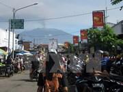 Indonesia cierra tres aeropuertos por ceniza volcánica de Raung