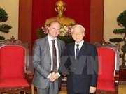 Líder partidista recibe a saliente embajador belga