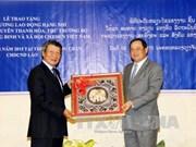 Laos concede Orden del Trabajo a funcionario vietnamita