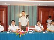 Oficiales jóvenes Vietnam-Singapur realizan encuentro de intercambio