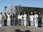 Buques militares estadounidenses arriban a Da Nang