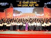 Hanoi honra a sobresalientes graduados locales