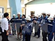 """Turistas experimentan """"un día de ser carbonero"""" en Quang Ninh"""