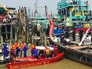 Se eleva a 50 el número de víctimas de naufragio en Malasia