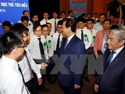 Premier dialoga con destacados científicos jóvenes