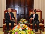 Gobernador del Banco se reúne con nuevo director nacional de ADB