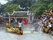 Tradicional regata de la aldea Dam
