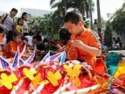 Amena fiesta de Medio Otoño dedicada a niños pobres en Vietnam