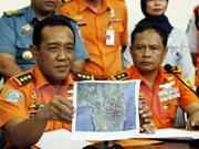 Hallan restos de avión desaparecido en Indonesia