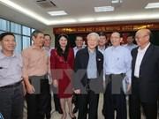 Líder partidista mantiene contacto con electores de Hanoi