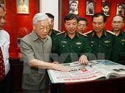 Líder partidista felicita a 65 aniversario del periódico Quan Doi Nhan