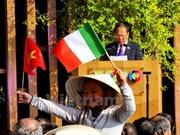 Abundante presencia de sombreros cónicos vietnamitas en Expo Milán