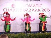 Vietnam en feria caritativa de misiones diplomáticas en Singapur