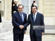 Presidente francés se compromete a apoyar progreso de Cambodia