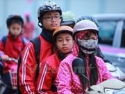 Hanoyenses abrigados para saludar el primer frío del año