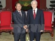 Líderes vietnamitas felicitan a Cambodia por Día Nacional