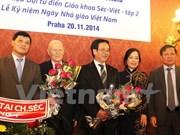 Presentan tercer tomo de gran diccionario checo- vietnamita