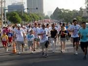 Miles vietnamitas participan en Maratón Terry Fox
