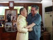 Alto funcionario partidista conversa con exdirigentes laosianos