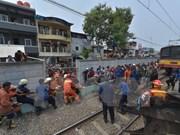 Indonesia: Decenas de muertos tras una colisión entre tren y autobús