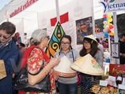Vietnam participa en feria benéfica internacional en la India