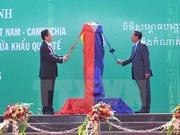 Premieres vietnamita y cambodiano presencian inauguración de poste fronterizo