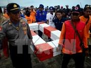 Cesa Indonesia la búsqueda de desaparecidos del barco naufragado