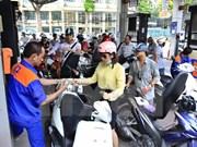 Ligera reducción de precios de combustibles en Vietnam