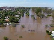 Miles de indonesio evacuados por deslaves e inundaciones