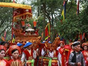 Gran número de visitantes rinden tributo a reyes Hung
