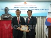 Entregan medalla conmemorativa al exsecretario general del Centro ASEAN-Sudcorea