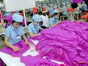 Mercado doméstico, futuro prometedor para empresas vietnamitas de prendas de vestir
