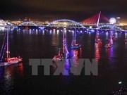 Barcos de Clipper Race desfilen por río Han