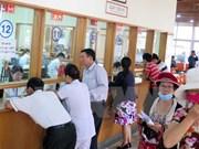 Hoa Binh adopta medidas para animar participación de pobladores en seguro de salud