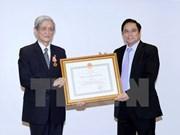 Honran a contribuciones de exdirector de VNA con Orden de Independencia
