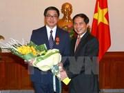 Conceden Orden de Amistad al embajador de Singapur en Vietnam