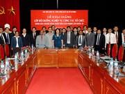 Reciben dirigentes de academia vietnamita de política órdenes prestigiosas de Laos