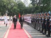 Líderes partidistas de Vietnam y Laos resaltan amistad tradicional bilateral