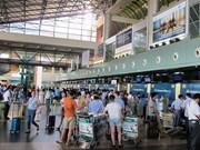 Multan a trabajador acusado de golpear a pasajero en aeropuerto vietnamita