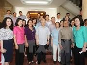 Máximo líder partidista mantiene contacto preelectoral con votantes de Hanoi