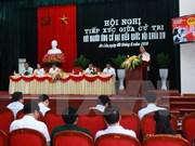 Premier vietnamita dialoga con votantes de Hai Phong