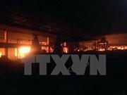 Agencias vietnamitas y laosianas coordinan en reparar daños de incendio en mercado