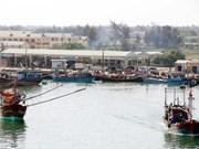 Thua Thien-Hue asiste a pescadores afectados por muerte masiva de peces