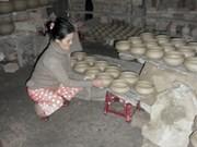 Un vistazo sobre la aldea de oficio tradicional preferida de Vietnam
