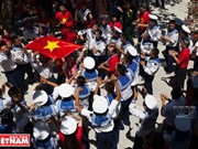 Vietnamitas residentes en ultramar visitan Truong Sa