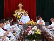 Premier inspecciona la reestructuración agrícola en Vinh Long