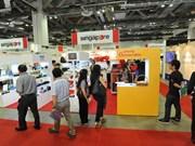 Recuerdos hechos en Vietnam captan atención de clientes singapurenses