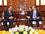 Presidente vietnamita elogia contribución de embajador camboyano a nexos bilaterales