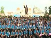 Autoridades de Ciudad Ho Chi Minh se reúnen con niños indochinos
