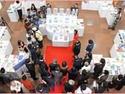 Efectúan en Vietnam exposición sobre Comunidad de ASEAN